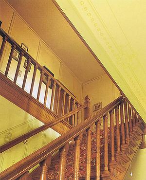 interieur het trappenhuis met sjabloonschilderingen op de muren en plafonds bron koldeweij e binnen bij boeren wonen en werken in historische
